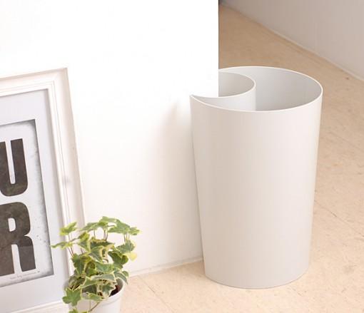 ハグをするゴミ箱Guh(グー)