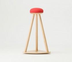 赤い帽子のキッチンスツール