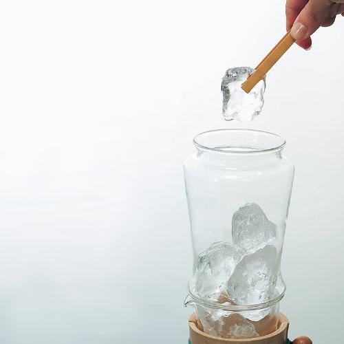 ハリオ氷出し茶ポット 氷を入れます