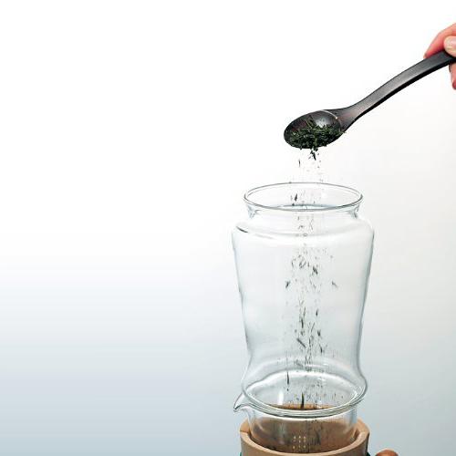 ハリオ氷出し茶ポット 茶葉を入れます