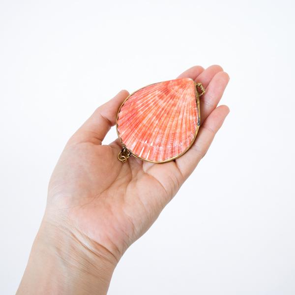 ルーツローズラディッシュ 貝殻の練り香水 シダーウッドミルラ&クローブ