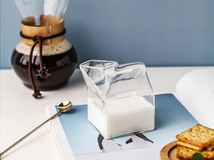 ガラスの牛乳パック