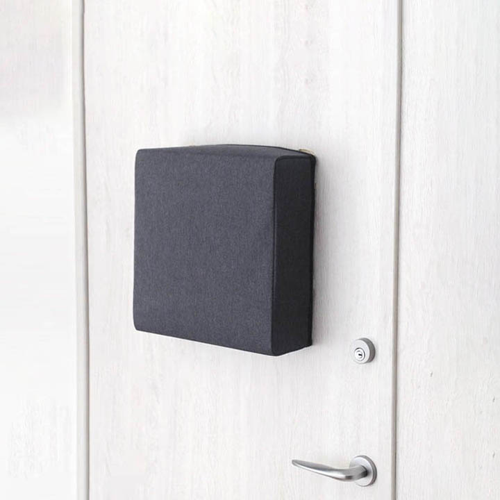 玄関に貼れる防災バックOTE